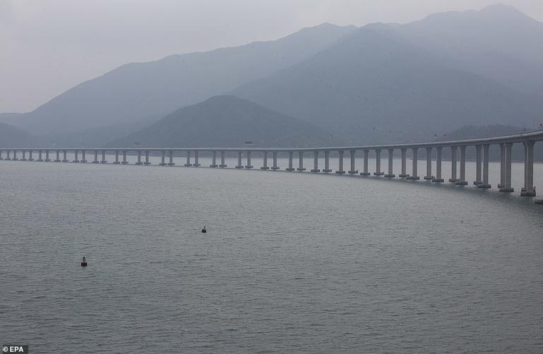 На этой неделе в Китае откроют самый длинный мост в мире. Угадаете длину? Внушительный размер!