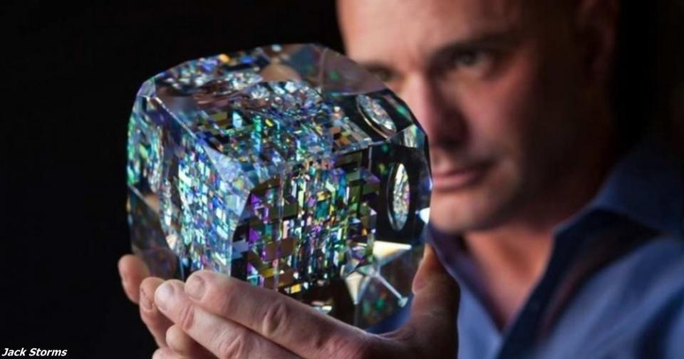 Он делает стеклянные скульптуры Фибоначчи   и от них не оторвать глаз! Искусство на базе математики.