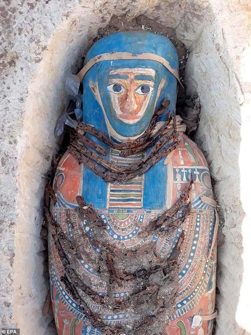 В Египте нашли 8 мумий, закопанных еще 3 000 лет назад Последняя роскошь ″позднего периода″.