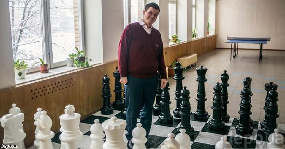 Самый молодой в Украине директор школы привёл в восторг всех родителей страны! У него 3 высших образования!