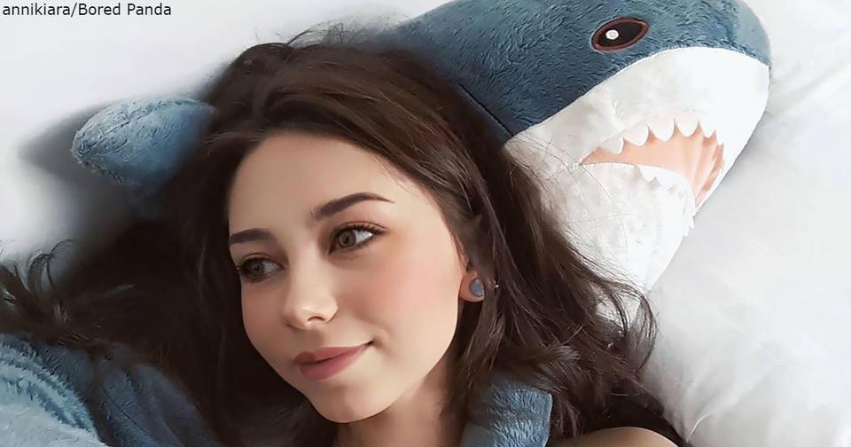 IKEA выпустила очаровательную плюшевую акулу   и люди сходят по ней с ума Очень забавная игрушка!