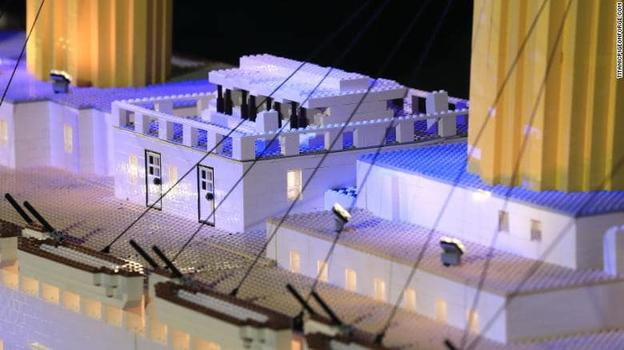 Ребёнок-аутист построил из LEGO точную копию «Титаника»! А вам слабо?