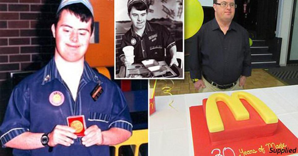 Работник McDonalds с синдромом Дауна ушел в отставку 32 года спустя Достоин уважения. Согласны?