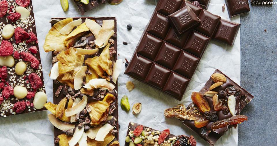 Вот отличный рецепт домашнего шоколада. И никаких ГМО! Полезная сладость.
