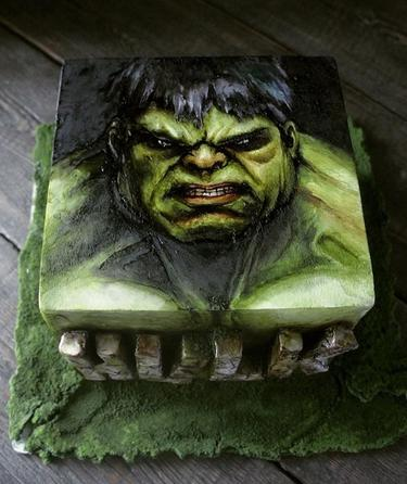 Она делает торты, есть которые люди просто стесняются. Посмотрите - и все поймете