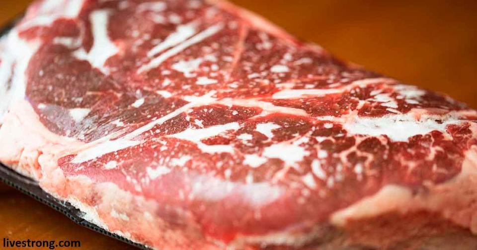 4 опасных мифа о разморозке мяса, в которые надо перестать верить прямо сейчас