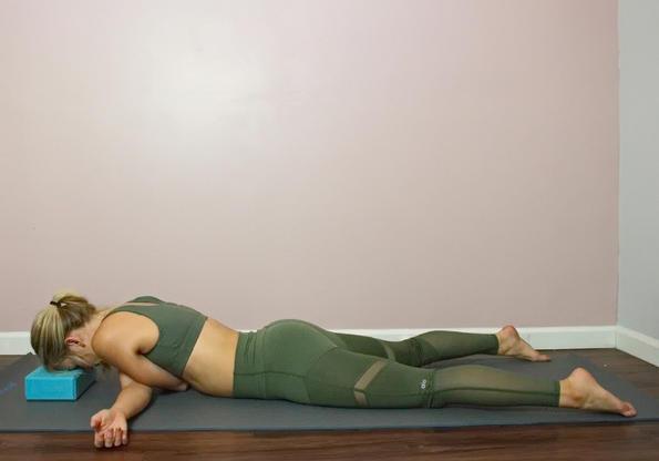 9 расслабляющих йоговских асан, которые реально облегчают боль в спине и плечах