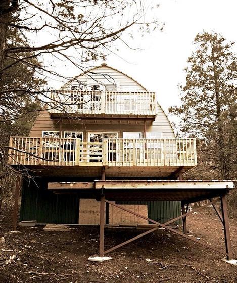 Этот дом - крошечный, но но стоит меньше USD1000. Вот какой он внутри
