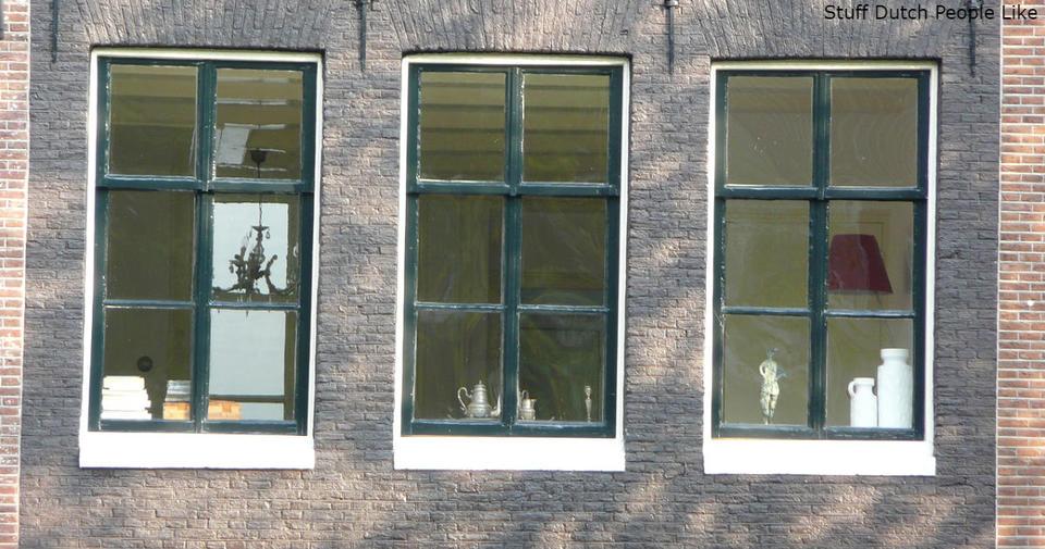 Почему в Швеции запрещены шторы на окнах
