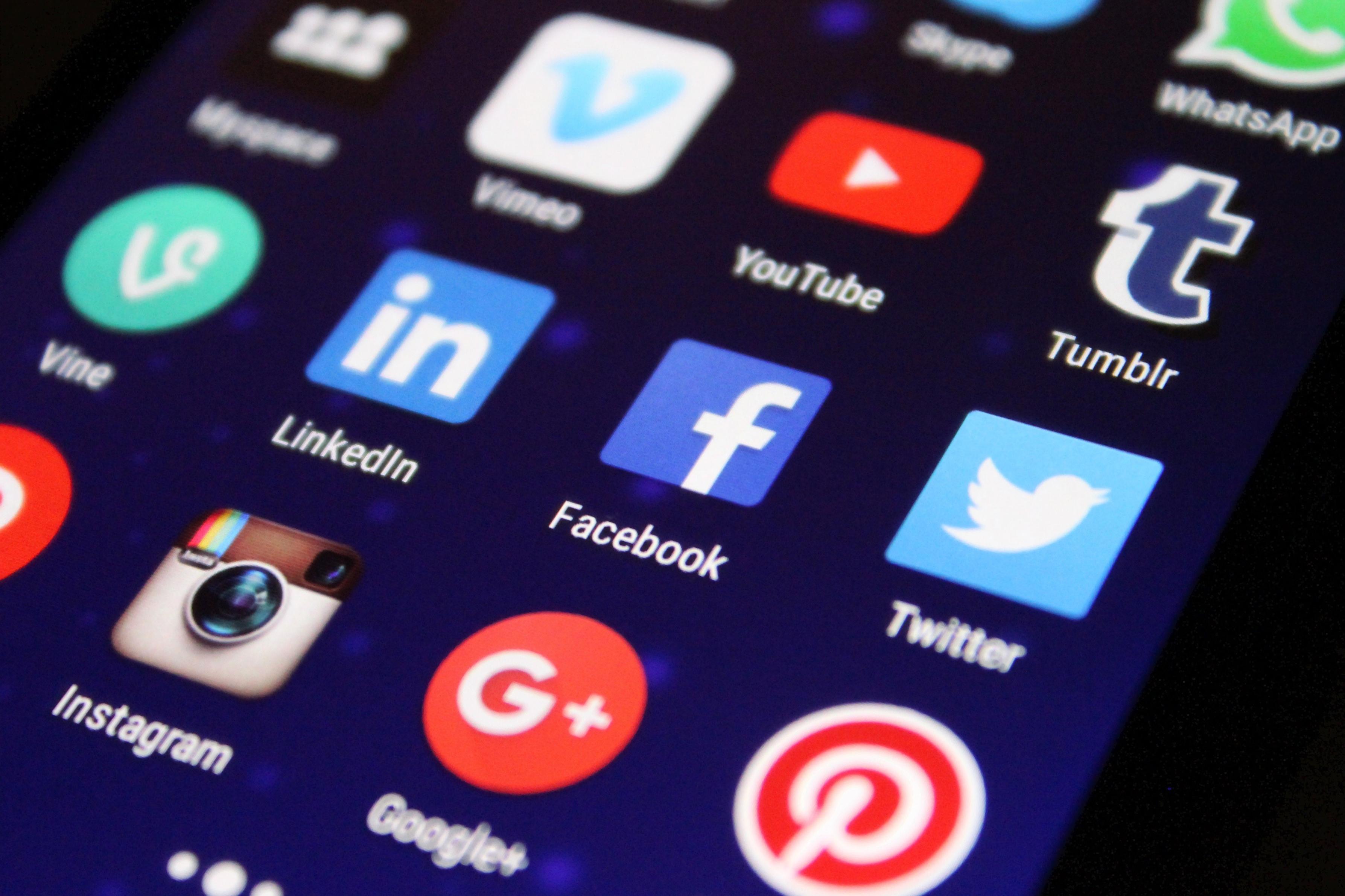 Фейсбук, Инстаграм и даже Whatsapp не работали 8 часов. Что это было?!