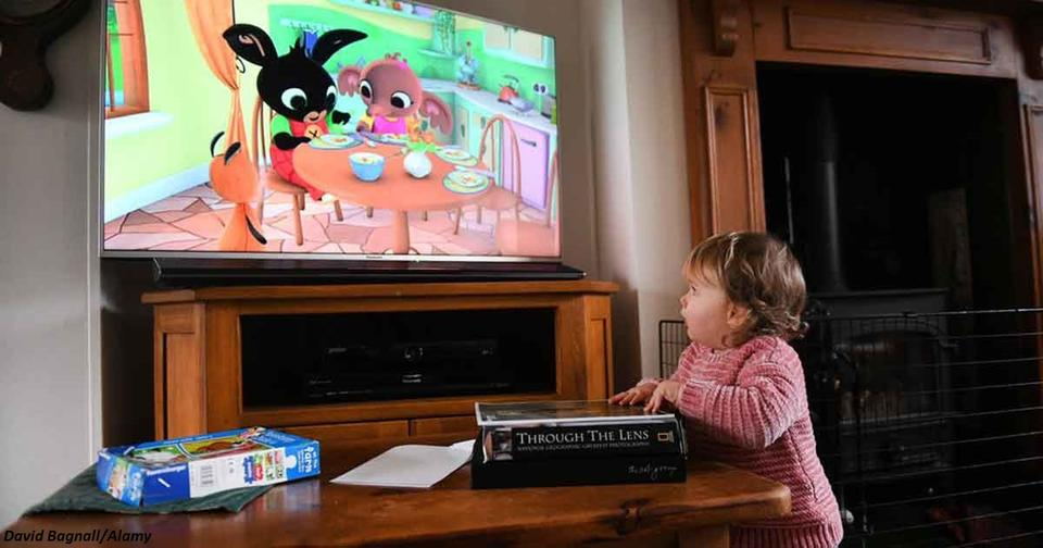 ВОЗ: детям до 5 лет можно смотреть в экран меньше часа в день, до года   нельзя вообще!