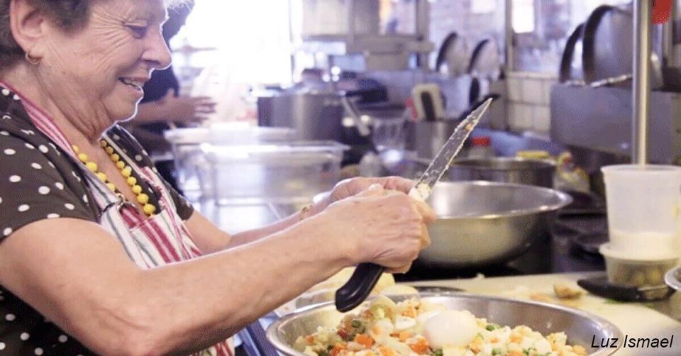 Ресторан нанял бабушек готовить ″домашнюю″ еду   и стал супер популярным