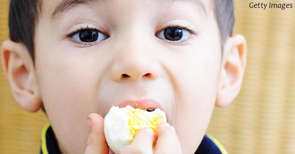 Выяснилось, что даже 1 яйцо в день помогает детям расти быстрее!