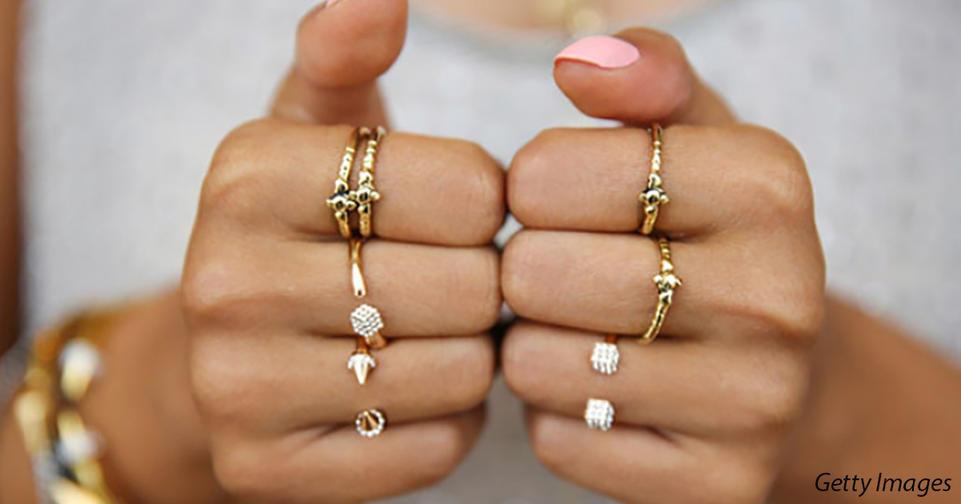 На каких пальцах вы носите кольца? Вот что это говорит о вас