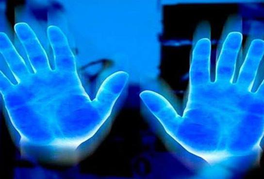 Ученые доказали, что люди действительно поглощают энергию друг друга