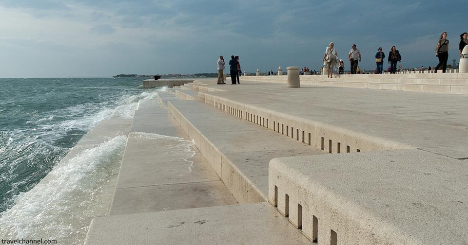 В Хорватии построили 80 метровый орган, на котором играют море и ветер. Только послушайте!