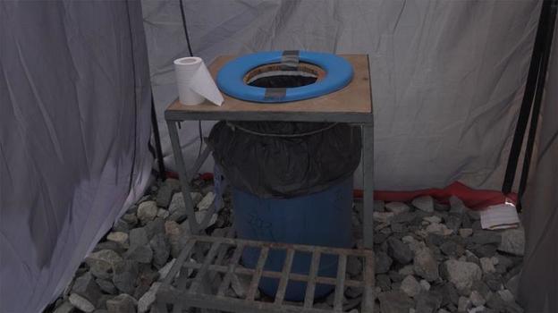 Кампания по очистке Эвереста уже собрала 3 тонны мусора и вывезла 4 тела