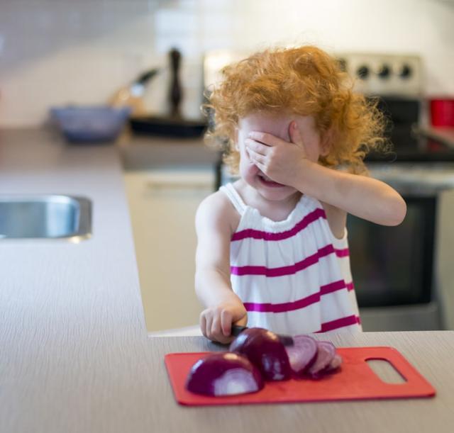 7 способов нарезать лук и не заплакать
