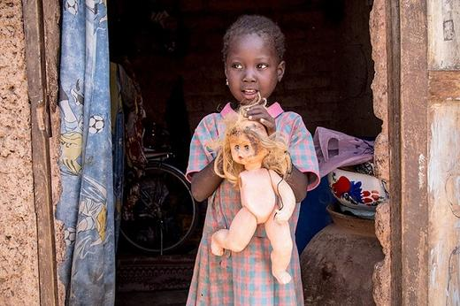 Вот любимые игрушки детей из семей с разным уровнем дохода. Что это, если не катастрофа?