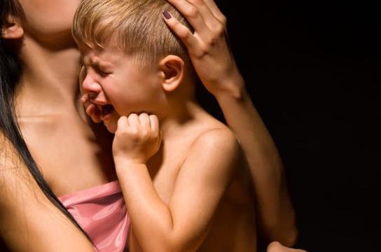 Хуже всего дети ведут себя, когда рядом их мама. Вот исследование