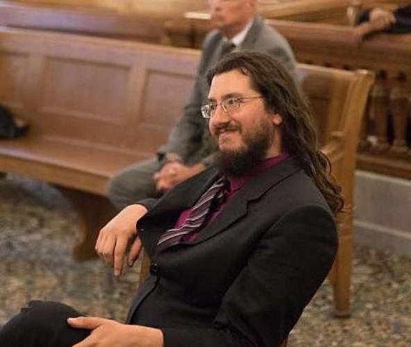 Родители подали в суд на сына-бездельника, который не хотел съезжать от них