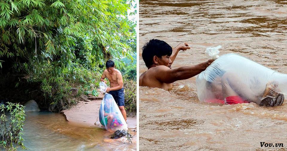 По дороге в школу, дети в деревне Вьетнама форсируют реку в пластиковых пакетах