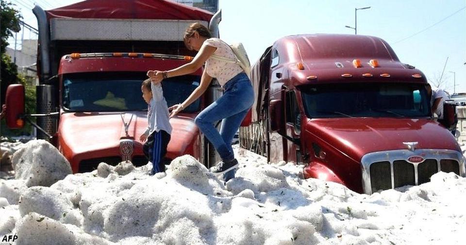 В Мексике после 30 градусной жары город завалило 2 метровым слоем снега