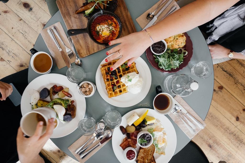 Каждая третья женщина ходит на свидания, чтобы бесплатно поесть. Исследование