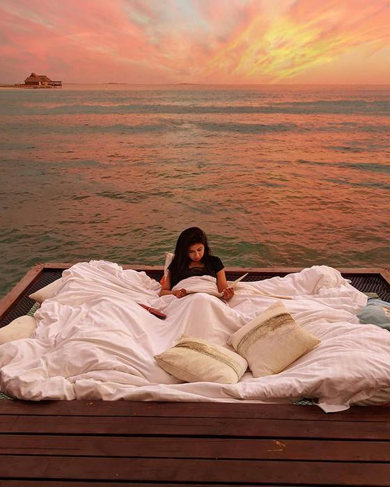 Отель на Мальдивах предлагает поспать в океане под звездами. Стоит недешево...