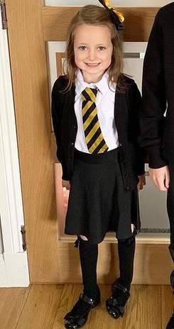 5-летняя девочка сходила первый день в школу. Вот уморительные фото