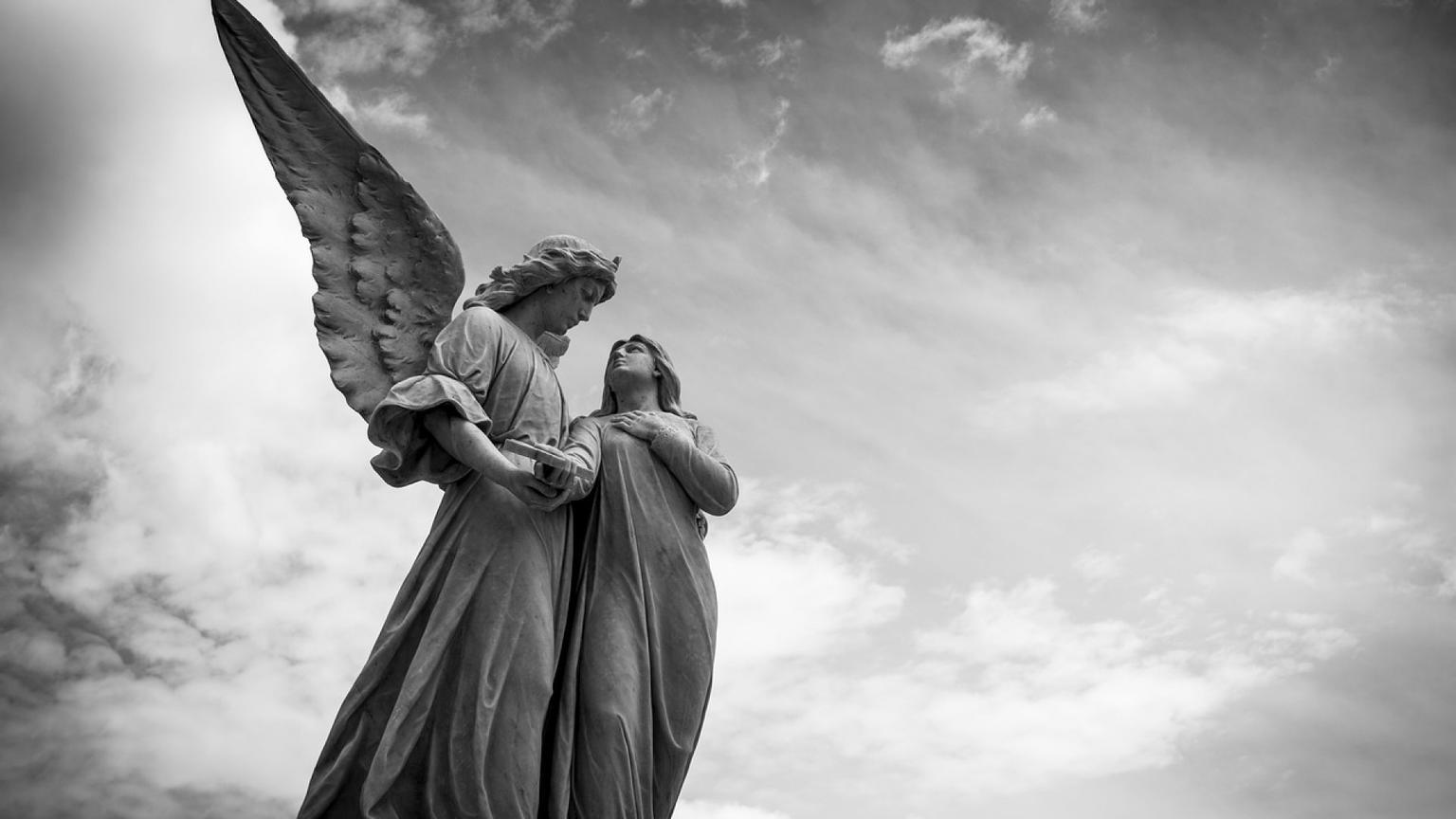 Астрологи говорят, что каждого из нас защищают 2 ангела-хранителя. Какие - вас