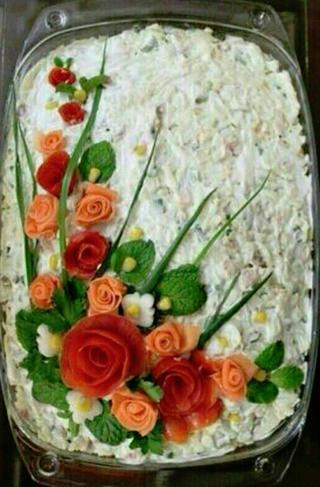 15 вдохновляющих идей о том, как украсить классический салат Оливье