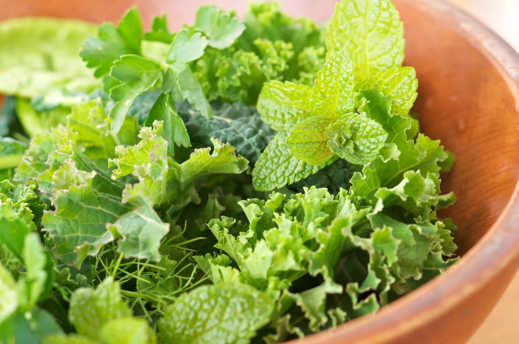 7 продуктов, которые предотвращают неприятный запах тела