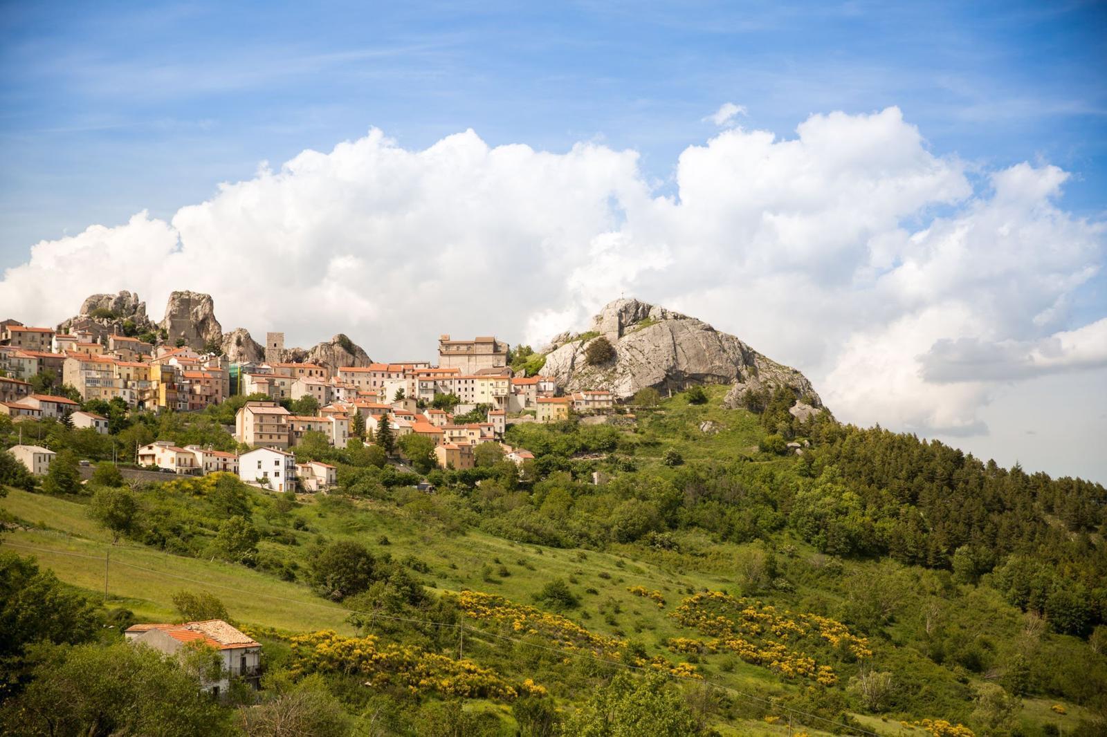 Итальянская провинция предлагает €25 000 каждому, кто туда переедет