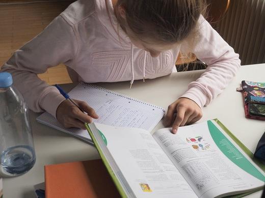 Как перестать делать уроки с детьми