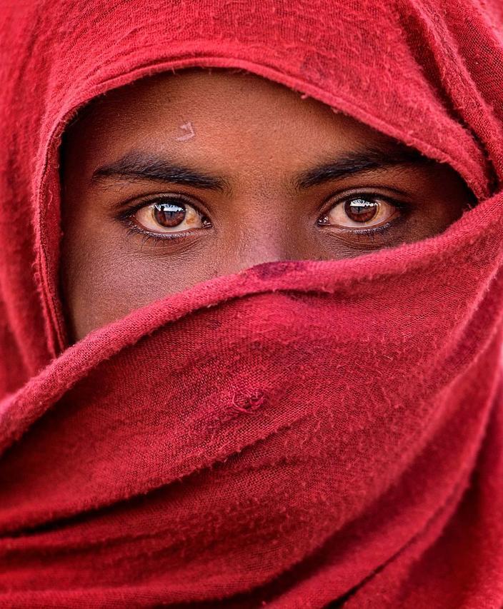 Фотографов со всего мира попросили показать лучшие снимки женщин. Вот 50 лучших работ
