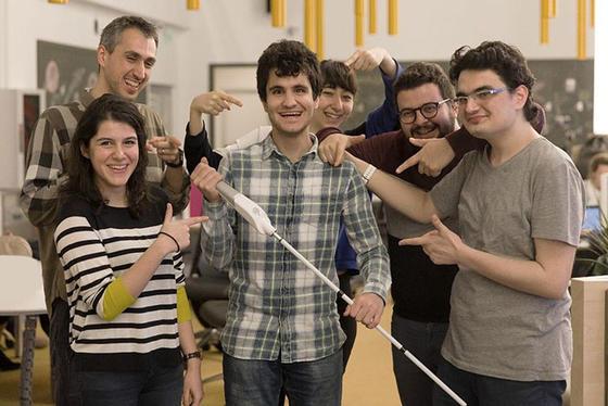 Слепой инженер изобрел «умную» трость – находку для таких же, как он
