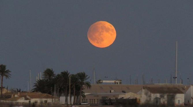 В эту пятницу-13, будет Урожайная Луна - явление, которое не повторится до 2049 года