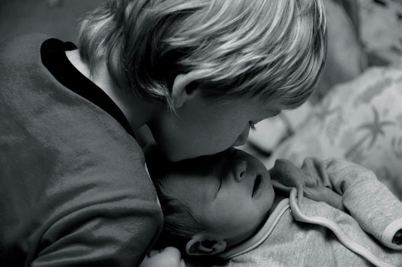 45 фото детей, которые впервые видят своих братьев и сестер