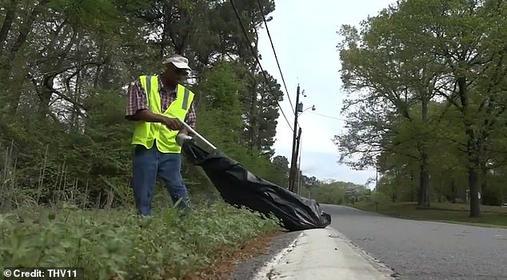 Штат Арканзас платит USD9,25 в час, - чтобы бездомные собирали мусор с улиц