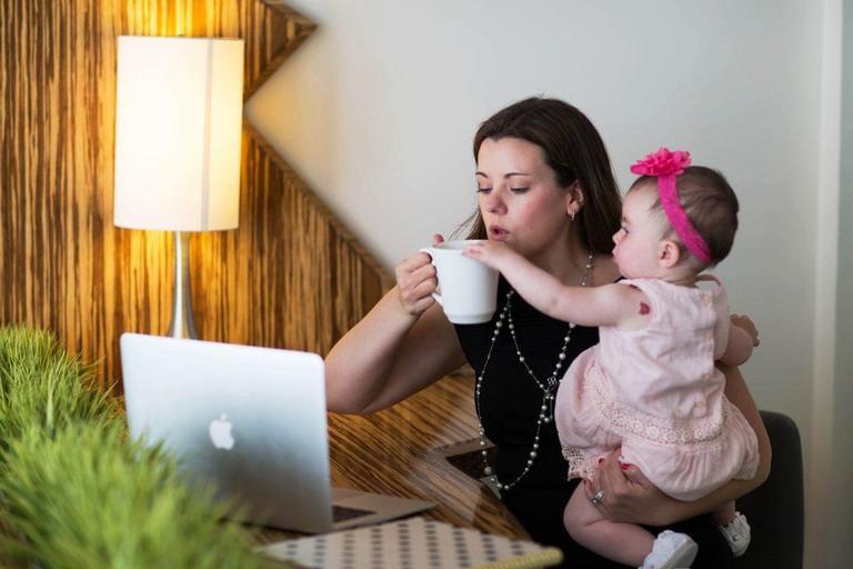 13 женщин честно рассказали, каково это - быть работающей мамой