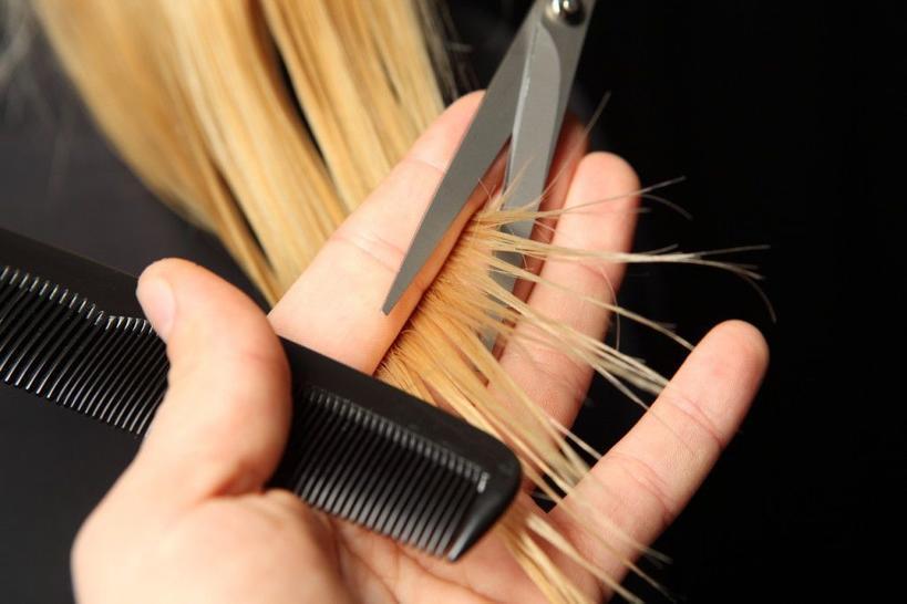 Пить больше воды и принимать витамины: подруга парикмахер рассказала, как подготовиться к осветлению волос и ухаживать за ними после окрашивания