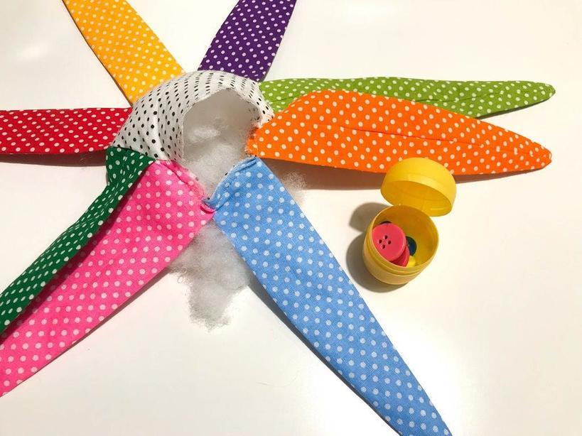 Детские игрушки должны быть простыми и безопасными: недавно я сшила мягкую погремушку для своего малыша