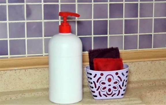 Выбросить жалко, а для шитья маловато: как я с пользой для дома утилизировала обрезки фатина