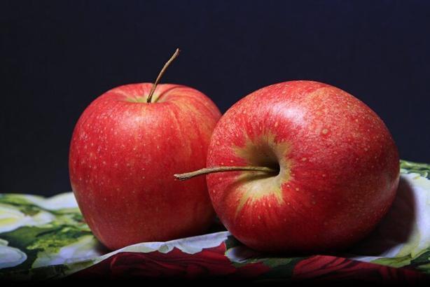 Дочка полюбила  Геркулес  после вкусной  кашки в рубашке : я спрятала скучную овсянку в сочные яблоки и запекла их