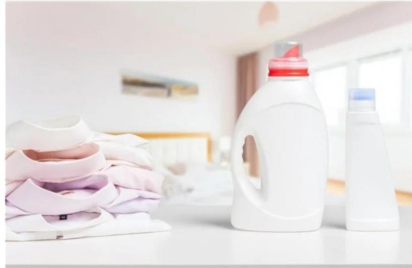 Желтые пятна пота и дезодоранта с белых футболок можно вывести с помощью двух компонентов