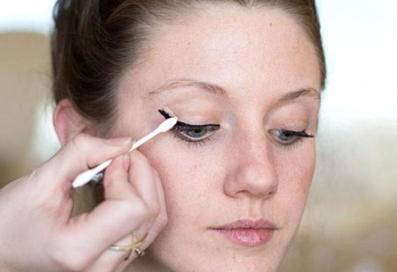 О каких секретах макияжа должна знать каждая девушка? Ровные стрелки можно сделать картой и другие лайфхаки