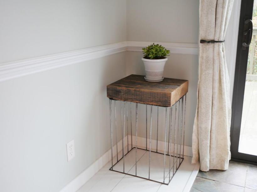 Муж может сделать стильную вещь даже из хлама: недавно он смастерил столик из досок и арматуры
