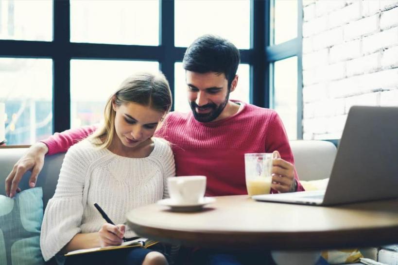 Вы узнаете друг друга совершенно с другой стороны: 4 урока, которые я усвоила, когда муж стал коллегой на работе