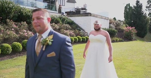 Веселое начало брака. Невеста креативно разыграла жениха на свадьбе